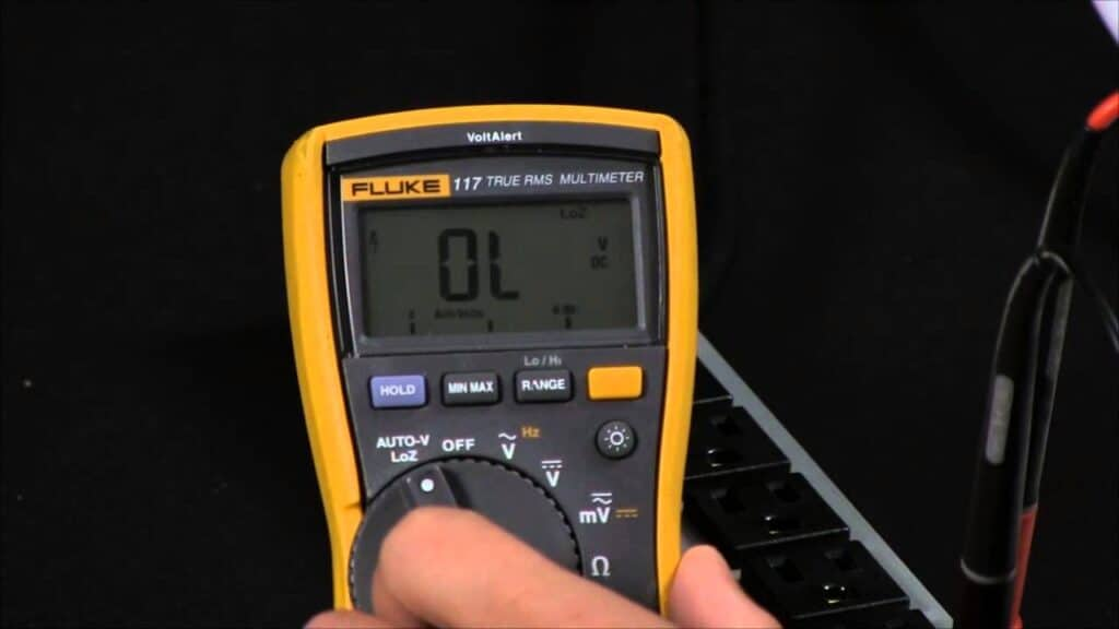Test the voltage at the horn
